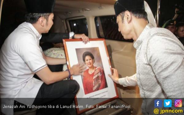 Kain Penutup Jenazah Ibu Ani Yudhoyono, Oh Ternyata - JPNN.com