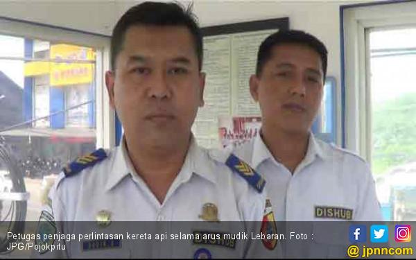 Demi Tugas Jaga Jalur Kereta Api, Tiga Kali Lebaran Tak Pulang Rumah - JPNN.com