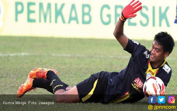Arema FC Pensiunkan Nomor Punggung Kurnia Meiga, Seremoninya Tunggu Waktu - JPNN.com