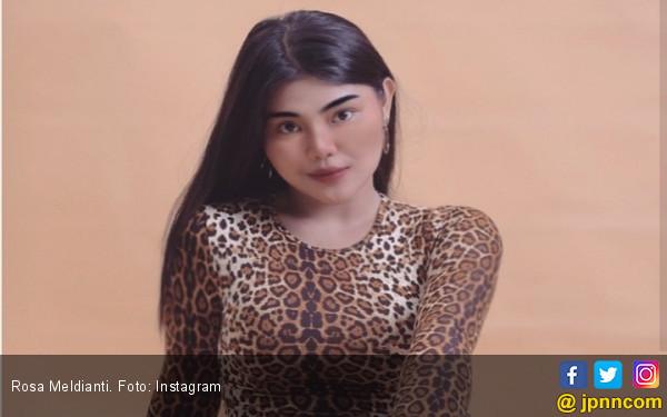 Ayah Dewi Perssik Meninggal, Rosa Meldianti Teringat Pesan Almarhum - JPNN.com