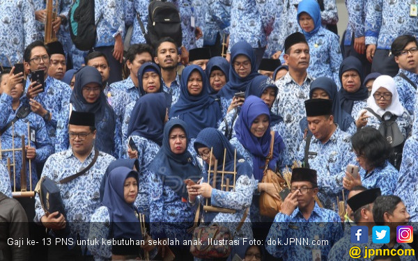 Masih Terbuka Peluang Gaji PNS Naik Tahun Depan - JPNN.com
