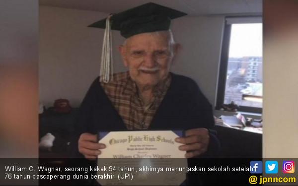 76 Tahun Menunggu, Kakek Ini Akhirnya Lulus SMA di Usia 94 - JPNN.com