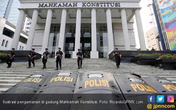 Polisi Tak Pakai Senpi dan Peluru Tajam dalam Pengamanan Aksi Kawal MK - JPNN.com