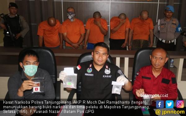 Gelar Pesta Narkoba, 3 Oknum ASN, 1 Honorer dan 1 Karyawan Diciduk Polisi - JPNN.com