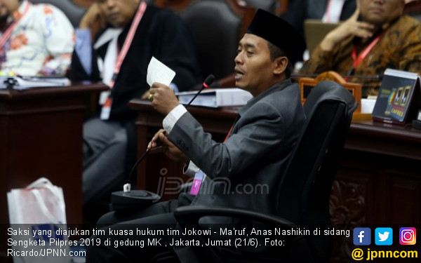 Hakim Saldi Isra Tanya ke Saksi 01: Mana yang Benar? - JPNN.com