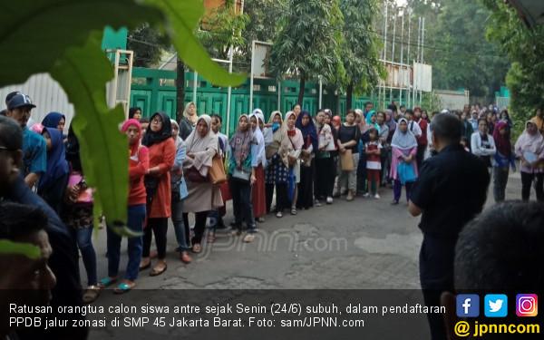 Kisruh PPDB Zonasi: Ortu Sedih karena Anak Ancam Putus Sekolah - JPNN.com