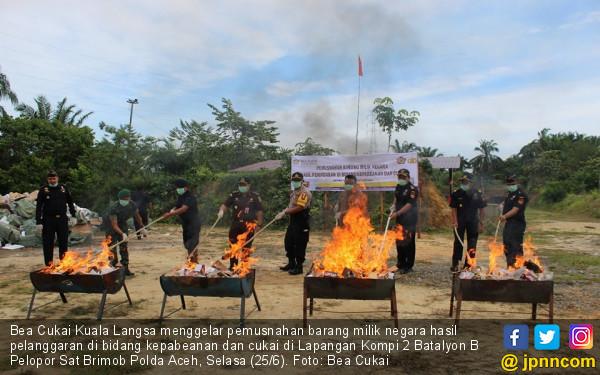 Bea Cukai Langsa Musnahkan Rokok dan Kosmetik Ilegal Senilai Ratusan Juta Rupiah - JPNN.com