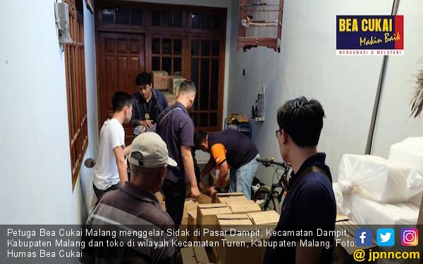 Berantas Rokok Ilegal, Bea Cukai Malang Sidak ke Pasar Dampit dan Turen - JPNN.com