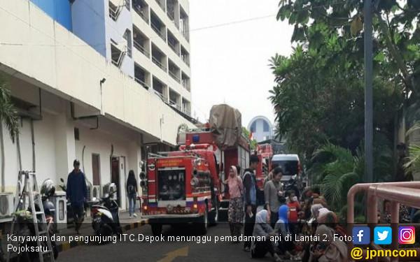 ITC Depok Kebakaran, Pengunjung Berhamburan - JPNN.com