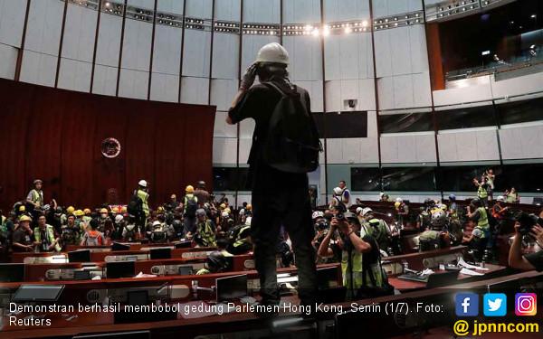 Demonstran Hong Kong Dihajar Aparat, Diserang Preman, Terancam Dipenjara 10 Tahun - JPNN.com
