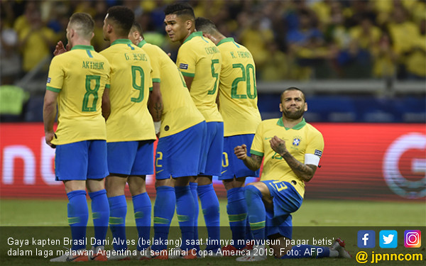 Daftar Lengkap Trofi Kapten Brasil Dani Alves - JPNN.com