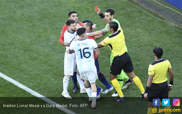 Berantem Sama Medel, Messi Kena Kartu Merah, Argentina Kalahkan Chile 2-1 - JPNN.com