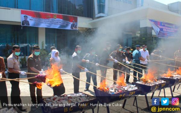 Kosmetik dan Mainan Senilai Rp 3 Miliar Dihancurkan Tak Bersisa - JPNN.com