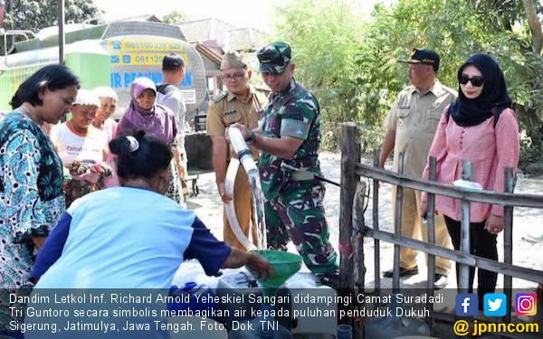 Bantu Warga, Satgas TNI Mendatangkan 35 Ribu Liter Air Bersih di Jatimulya Tegal - JPNN.com