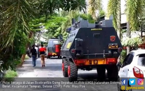 Polda Riau Baku Tembak dengan Penjahat, 2 Orang Tewas, Warga Ketakutan - JPNN.com