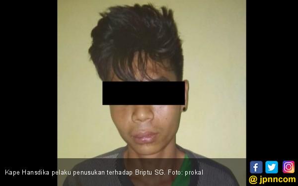 Polisi Ajudan Bupati Ditusuk pakai Badik, Jleb! - JPNN.com