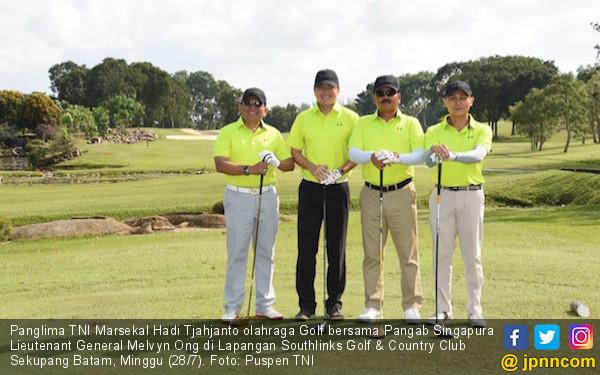 Panglima TNI Olahraga Golf Bersama Pangab Singapura - JPNN.com
