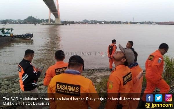 Usai Ribut dengan Pacar, si Pemuda Lompat dari Jembatan Mahkota - JPNN.com