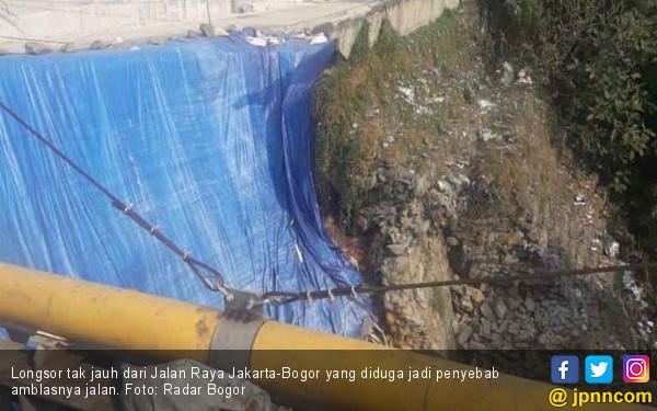Hati-hati, Jalan Raya Jakarta-Bogor Amblas - JPNN.com