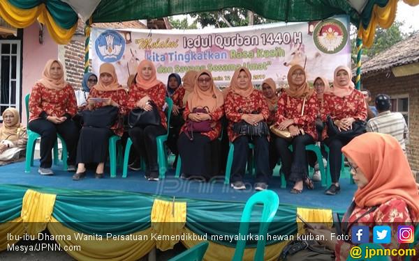 Ibu-ibu dari Kemendikbud Tidak Mau Sembarangan Salurkan Hewan Kurban - JPNN.com
