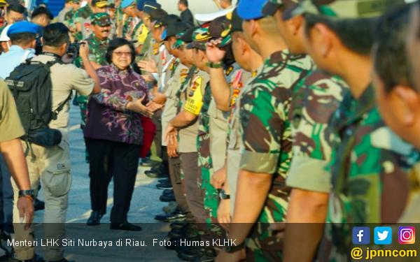 Menteri Siti Tinjau Langsung Penanganan Karhutla di Riau - JPNN.com
