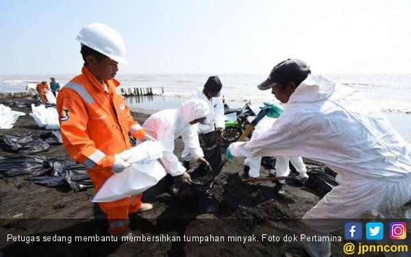 Upaya Penghentian Tumpahan Minyak di Karawang Dinilai Sudah Tepat - JPNN.com