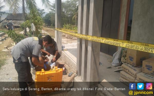 Sadis! Satu Keluarga di Serang Dibantai - JPNN.com