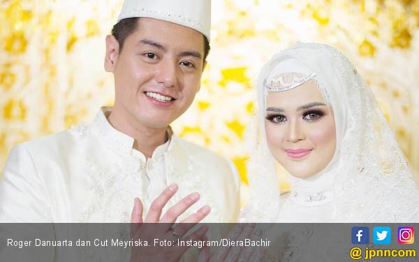 Baru Menikah, Cut Meyriska Protes Sikap Roger Danuarta - JPNN.com