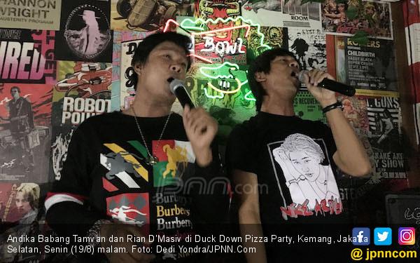 Babang Andika Bikin Galau Pengunjung Bar - JPNN.com