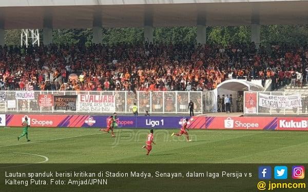 Persija Jamu Kalteng Putra, Stadion Dipenuhi Spanduk Protes - JPNN.com