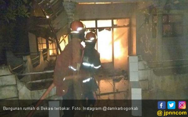 Obat Nyamuk Membakar Satu Bangunan Rumah di Bekasi - JPNN.com