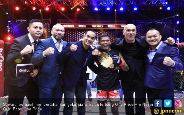 One Pride MMA: Suwardi pertahankan Sabuk Juara Kelas Terbang - JPNN.com