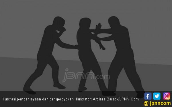 Teguh Tiba-tiba Dikeroyok, Dibacok, Punggung dan Lengan Sobek - JPNN.com