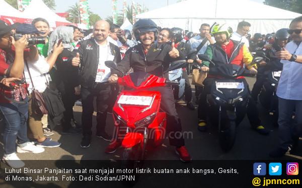 Menko Luhut Dorong Penggunaan Sepeda Motor Listrik - JPNN.com