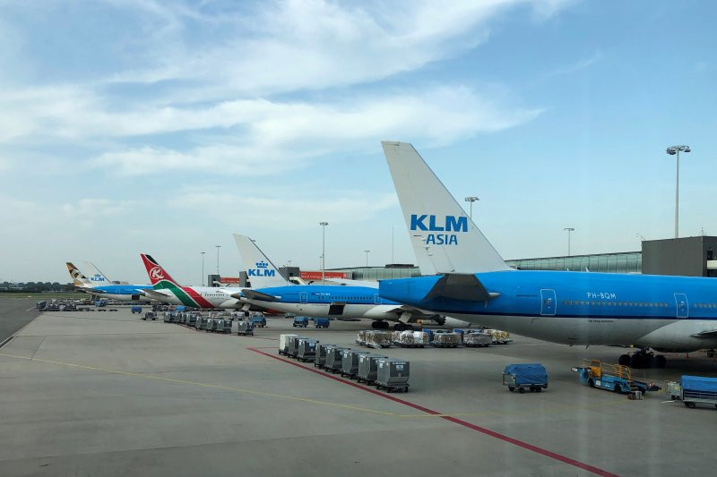 Staf KLM Mogok Massal, Bandara Schiphol Lumpuh - JPNN.com