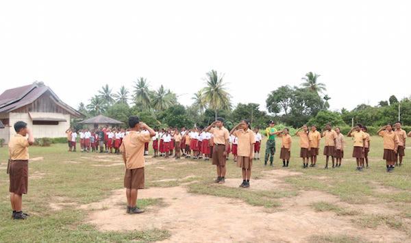 Prajurit TNI di Perbatasan RI - PNG Patut Mendapat Penghargaan - JPNN.com
