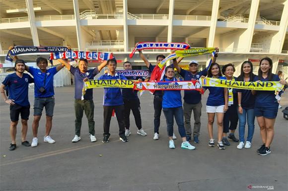 Indonesia vs Thailand: Suporter Tamu Kecewa Melihat GBK Sepi - JPNN.com