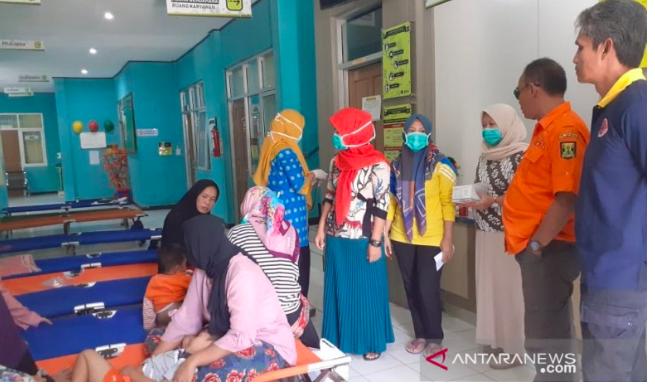 Korban Keracunan Massal di Sukabumi Menjadi 140 Orang, Dua Meninggal - JPNN.com