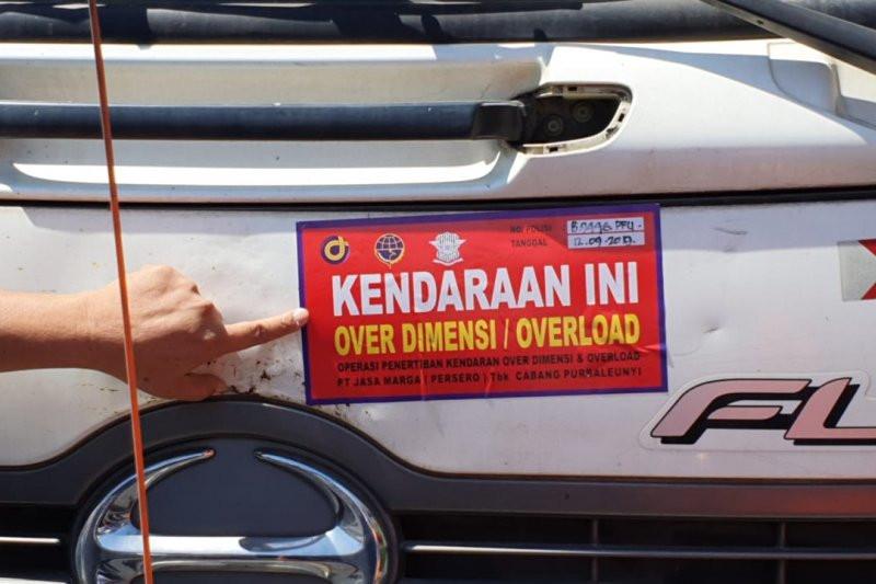 Ratusan Truk Terjaring Operasi di Tol Cipularang - JPNN.com