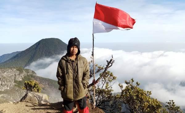 Fayyadh si Pendaki Cilik, Disambut Butiran Es di Puncak Gunung Gede - JPNN.com