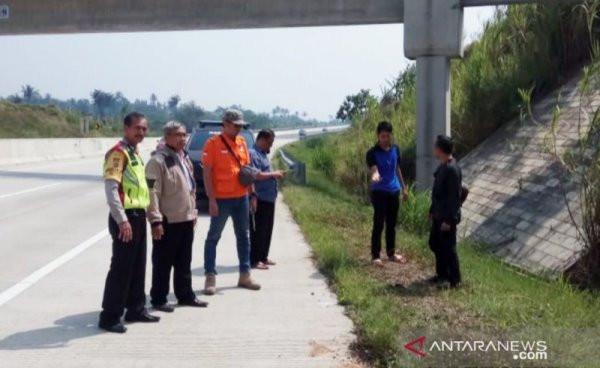 Terungkap Identitas Mayat Bersimbah Darah di Jalan Tol Bocimi - JPNN.com