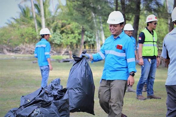 Peringati Hari Kebersihan Dunia, DLH Aceh Barat Kumpulkan 1,9 Ton Sampah - JPNN.com