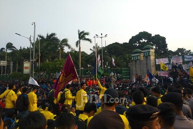 Jumlah Massa Penolak RKUHP Vs Pendukung Revisi UU KPK, Jauh Banget.... - JPNN.com