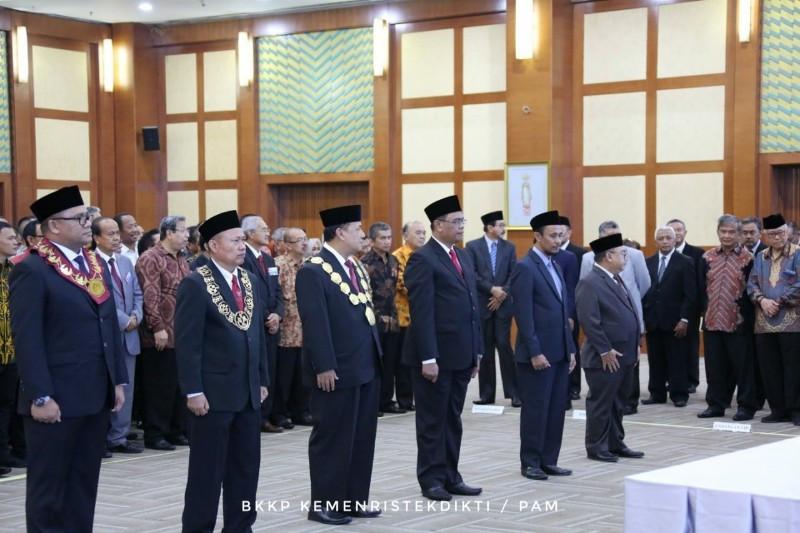 Menristekdikti Lantik 3 Rektor dan 3 Direktur Poltek