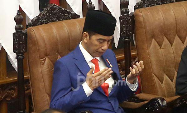 3 Kasus Besar jadi Amunisi Menggoyang Presiden Jokowi - JPNN.com