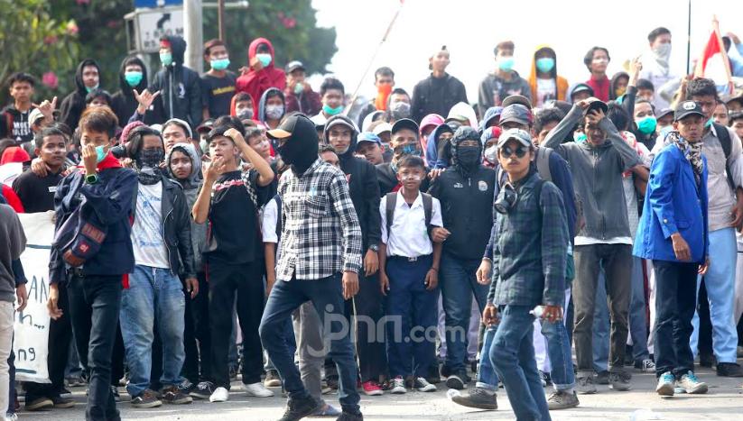 Mahasiswa Kecewa Tidak Bisa Demo di Depan Gedung DPR - JPNN.com