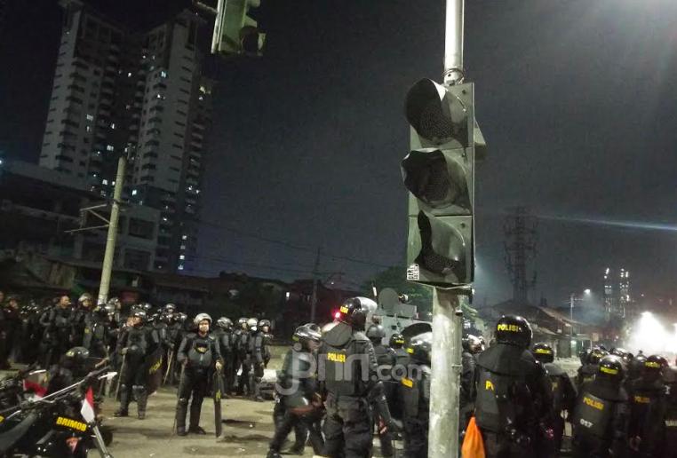 Menyedihkan, Beginilah Akibat Demo Ricuh di Jalan Raya Pejompongan