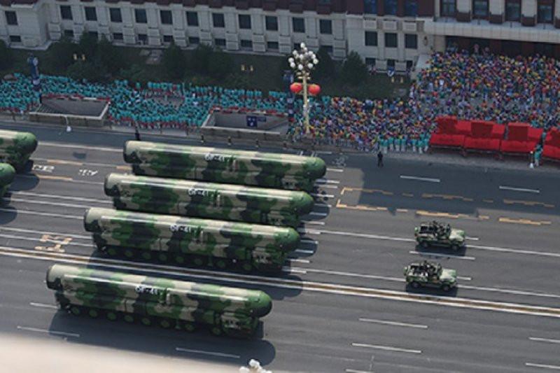 Rayakan Berkuasanya Partai Komunis, Tiongkok Pamer Rudal Antarbenua Terbaru - JPNN.com