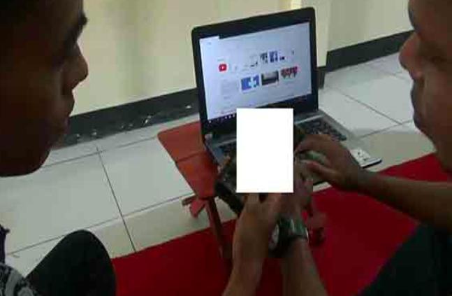 Video Viral: Dua Pelajar Beradegan Asusila Disaksikan Teman-temannya - JPNN.com