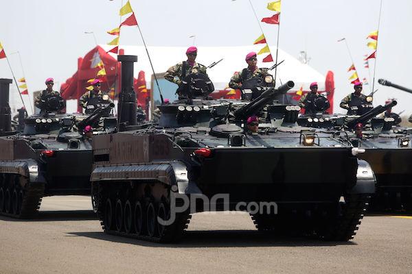 Ribuan Pengunjung Tampak Antusias Memadati Pameran Alutsista TNI - JPNN.com